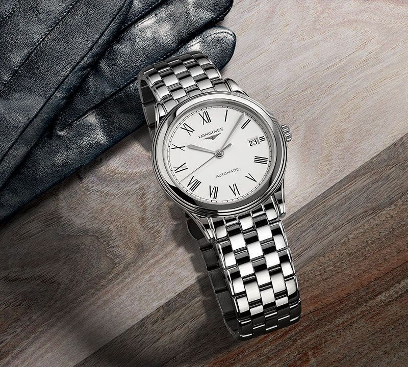 38.50 mm Stainless steel case with White matt dial and Stainless steel strap