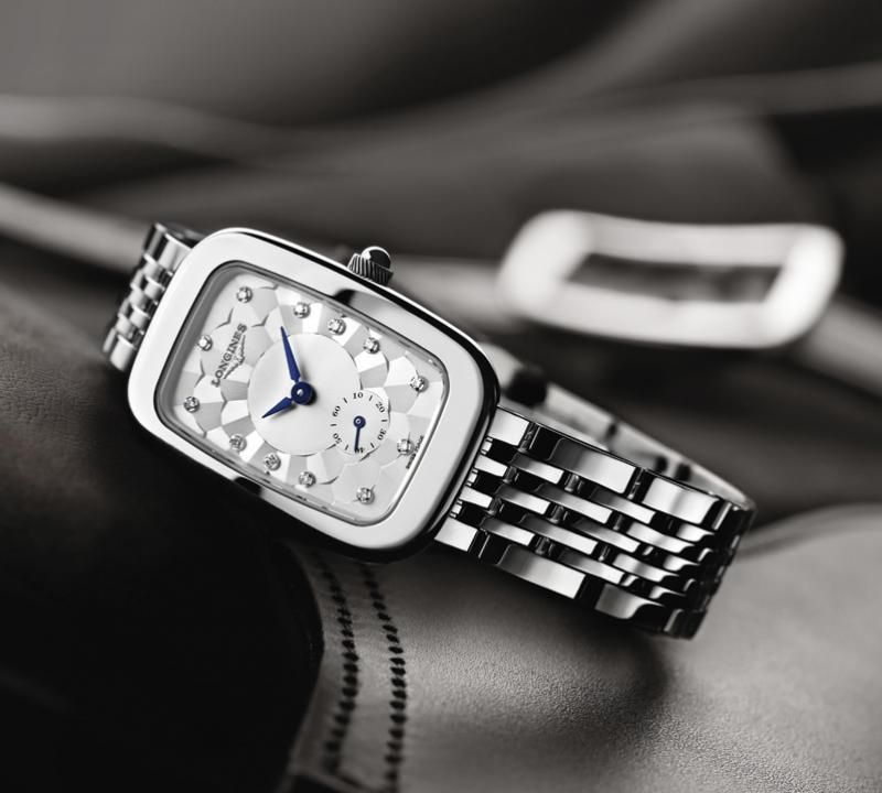 22.00 X 32.00 mm Edelstahl case with Silber dial and Lederarmband Braun strap