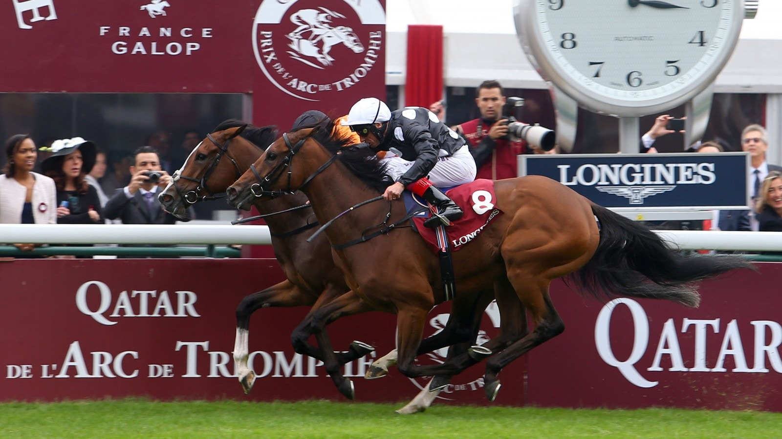 Finish line of the 2015 Prix de l'Opéra Longines with Covert Love ridden by Patrick Joseph Smullen and Jazzi Top ridden by Lanfranco Dettori.