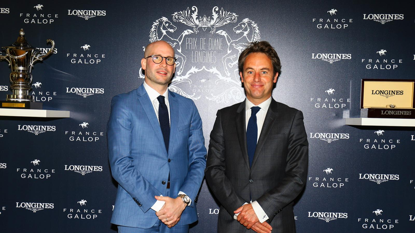 Simon Baker is back for the 2019 edition of the Prix de Diane Longines, the epitome of elegance