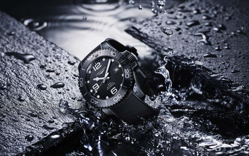A new all-ceramic version broadens the Longines HydroConquest collection