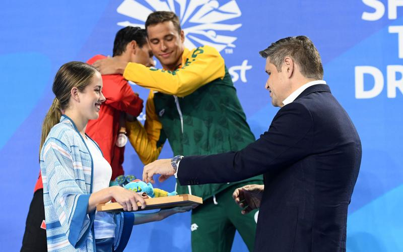 Longines Vice-President and Head of International Marketing presented the medals in the men's 50m butterfly event.