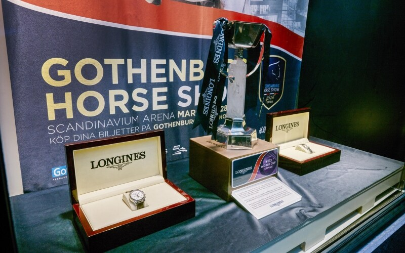 Trophy and Longines watch awarded to 2016 world's best jumping rider